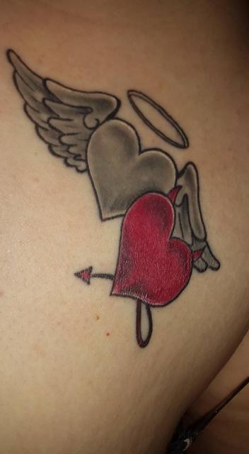 Anita38: 2 Herzen als Engel Teufel | Tattoos von Tattoo